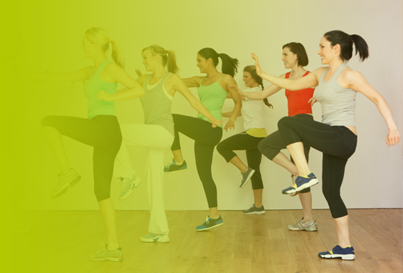Sechs Frauen beim Zumba-Training